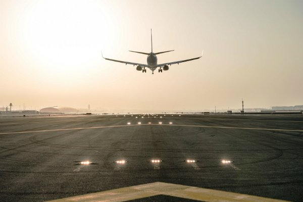 dubai-international-airport-runway